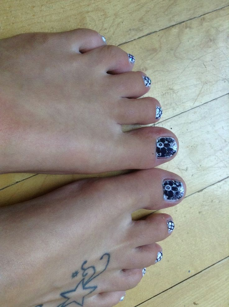 Matching black and white toes with pueen stamp