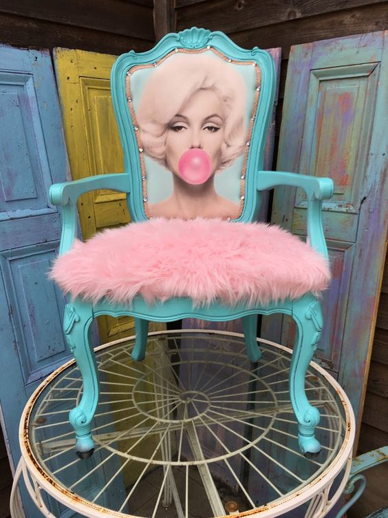 ~PRODUCT INFO~ This chair is perfect for Marilyn fans!  Features a light blue gloss frame, a portrait of Marilyn blowing bubblegum (front and back), and