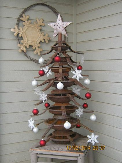 Playsingarden has created a tree like no other by artfully stacking rusted Christmas tree stands.