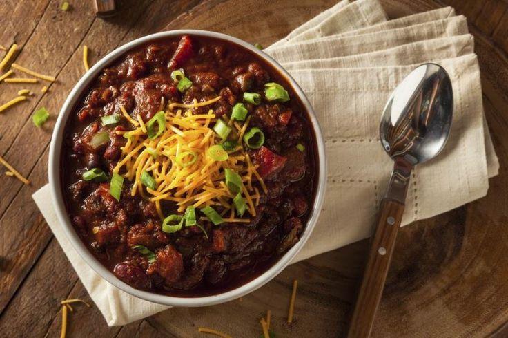 Bár sokan mexikói ételnek gondolják, a csilis bab vagy chili con carne a tex-mex konyha legismertebb, legkedveltebb fogása. Rengeteg változatban, kombinációban készül. a legkülönfélébb fűszerezéssel, akár...