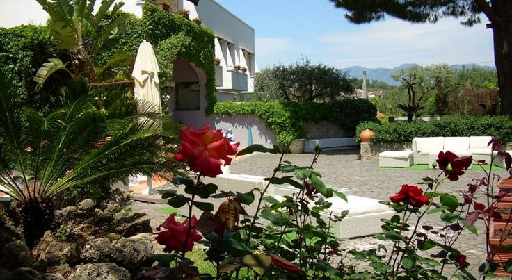 Hotel Baia Palinuro This 4-star hotel in Palinuro is set between the Tyrrhenian Coast and the National Park of Cilento. It features 2 chromotherapy hydro-massage tubs and a traditional restaurant.  Hotel Baia features air-conditioned rooms with tiled floors.