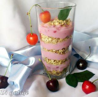 Di gotuje: Mus jogurtowy z crunchy i owocami