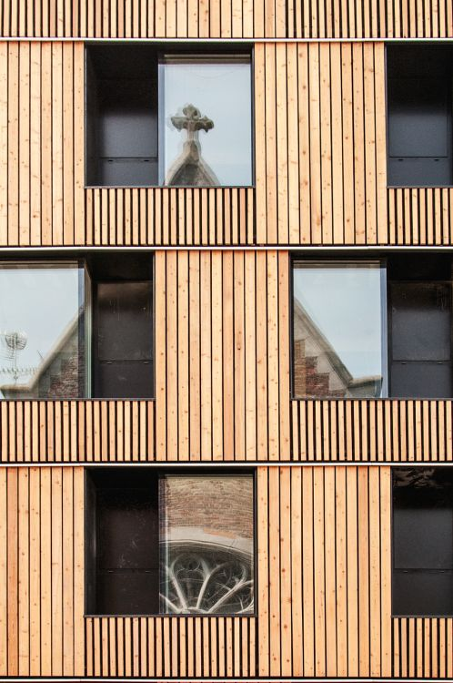 U-MONS Rénovation lourde (esthétique et technique) et simplification volumétrique d'un bâtiment situé dans le Centre Ville et abritant 104 chambres d'étudiants pour l'Université de Mons.