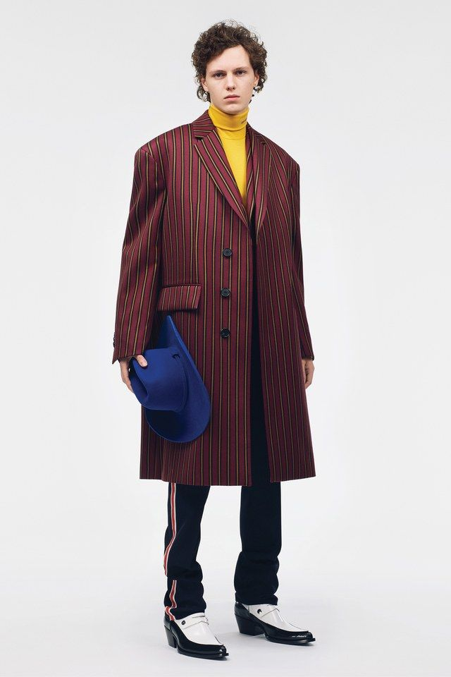 590fe5f1e9 CALVIN KLEIN 205W39NYC Resort 2019 collection, runway looks, beauty,  models, and reviews.
