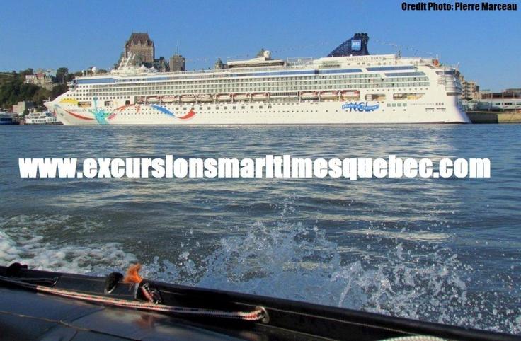 Le Norgewian Cruise Line lors de sa visite à Québec.   The Norgewian Cruise Line visits Quebec city.