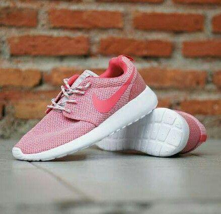 Hobi running kak?  Ga usah ragu yukksss kak.. Nike Rosherun passs banget.. Harga terjun bebas ya kakkkkk🎶  Nike Rosherun Harga : 240.000,- Size : 36 - 40 Picture yang kami upload adalah hasil real picture ***Happy Shopping***  Fast Respons : LINE@ : http://line.me/ti/p/%40tokobelibeli Instagram : @tokobelibeli  #nike #nikerosherun #nikerosheruntokobelibeli #nikerosherunmurah  #sepatunike  #sepatunikerosherun #jualsepatu #gradeori #onlineshop  #reseller  #onlineshopmurah  #dropshiping