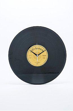 """Diy: alte Schallplatte- laufwerk für Uhr durch die Mitte und mit Batterien """"bestücken"""" - Aufschrift der Schallplatte beliebig übermalen^^"""