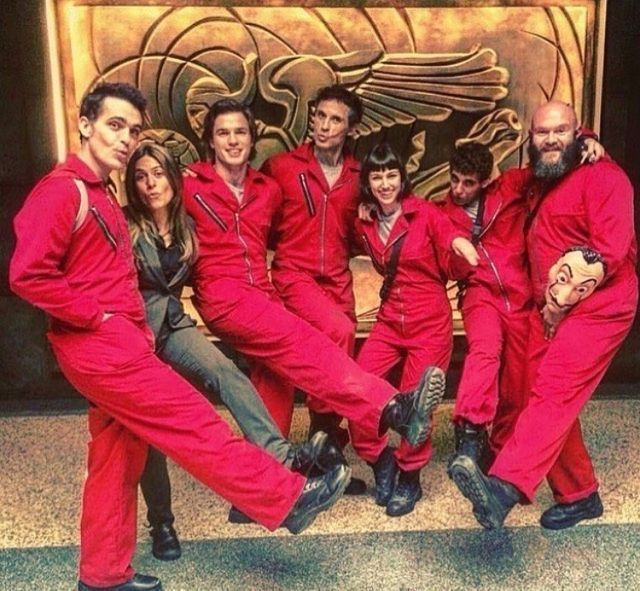 Pin By Web Money Photoshoot Photo Sho On La Casa De Papel Best Series Netflix Series Series Movies