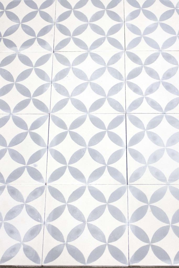 Bildresultat för vit klinker med grått mönster
