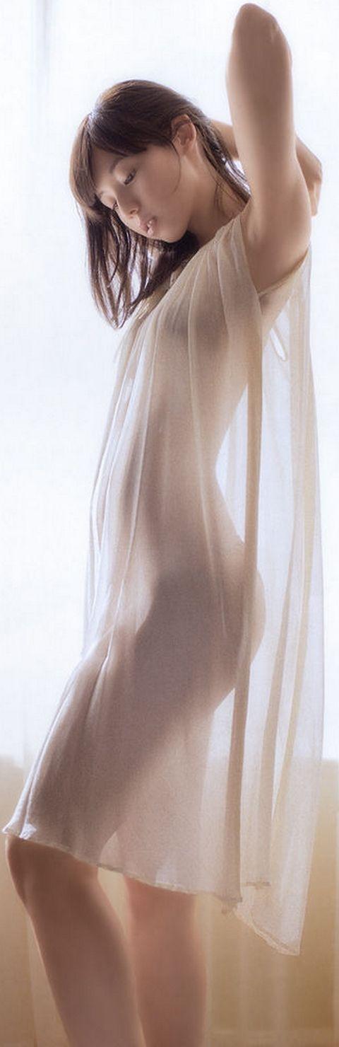カリスマJr.アイドル小池里奈が手ブラ&ケツ丸出しヌード !「女になったなぁ」「変なAVよりエロい」   動ナビブログネオ
