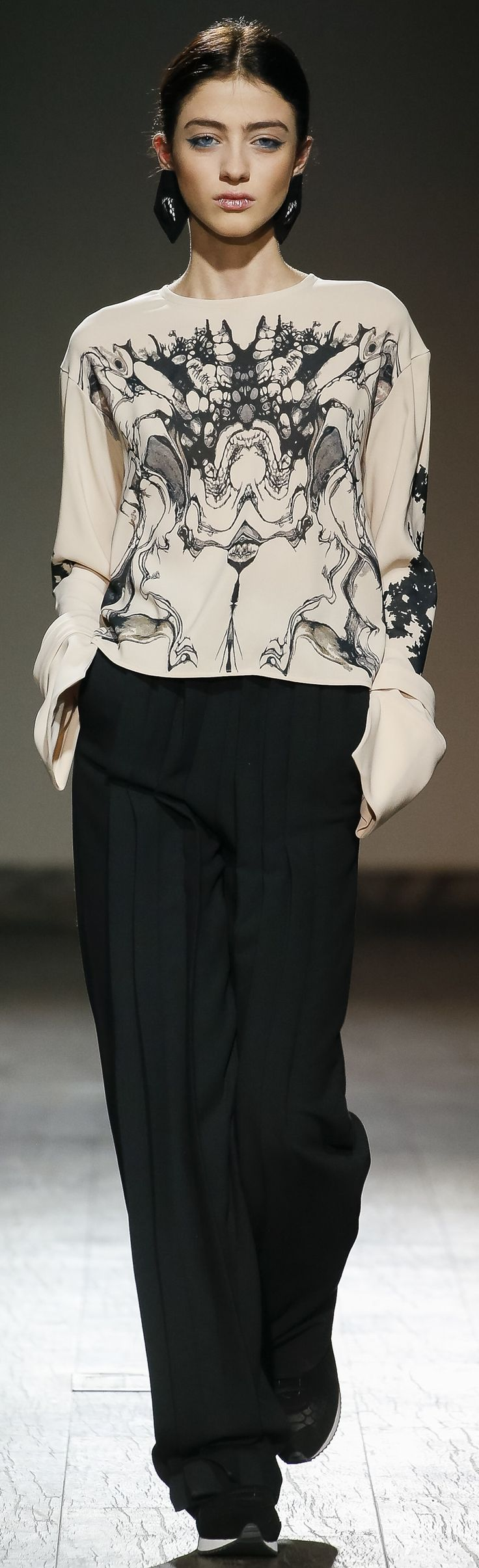 Eloshi 2016 ~ a similarity of print to Valentino. Love the fluidity of the top & pants & then the shoe.