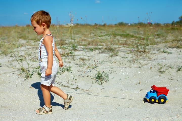Δεν σταματάμε να παίζουμε επειδή μεγαλώνουμε. Μεγαλώνουμε, επειδή σταματάμε να παίζουμε