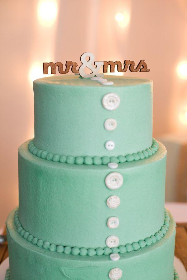 aqua wedding cake with buttons // photo by Jennifer Boyle Photography // http://ruffledblog.com/sentimental-brooklyn-wedding