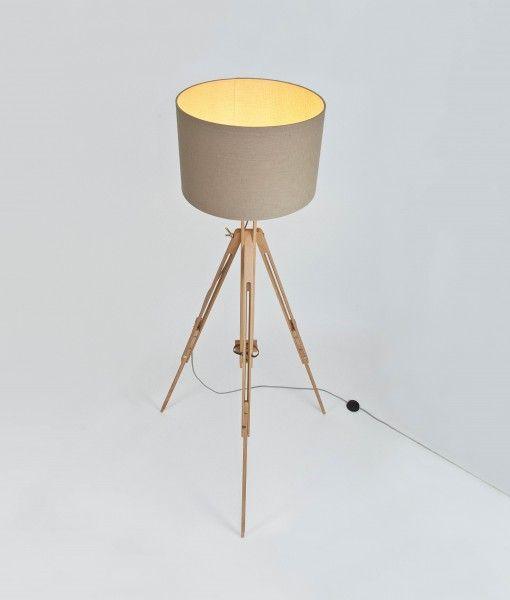 die besten 25 stehlampe mit schirm ideen auf pinterest holzm bel marineblau sofas und. Black Bedroom Furniture Sets. Home Design Ideas