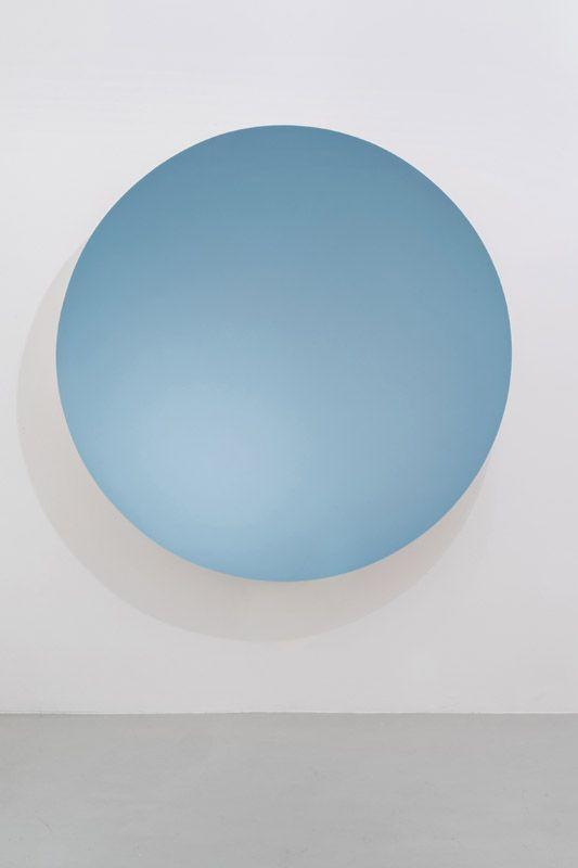 Anish Kapoor, Monochrome (Silver / Oriental Blue), 2015, Fibreglass and paint, 187 x 187 x 40 cm. Galleria Continua San Gimignano, 2015. Photo by Ela Bialkowska.