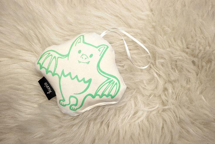 "Hand printed toy ""Iida Ilo"". 100% organic cotton. http://www.kuviokioski.com"