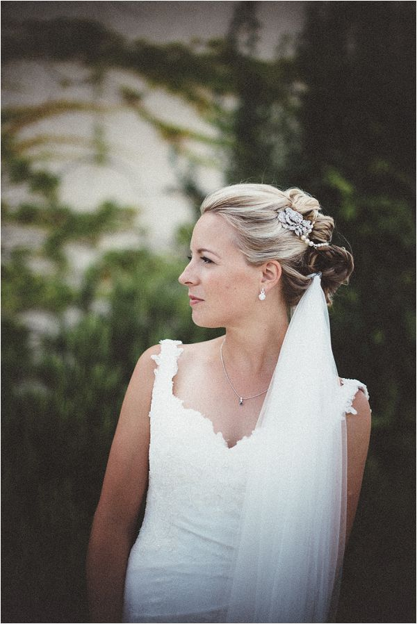 classic bridal hairstyle | Image by Susie Lawrence Photography