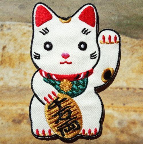 Ecusson-thermocollant-brode-chat-chinois-japonais-maneki-neko-porte-bonheur