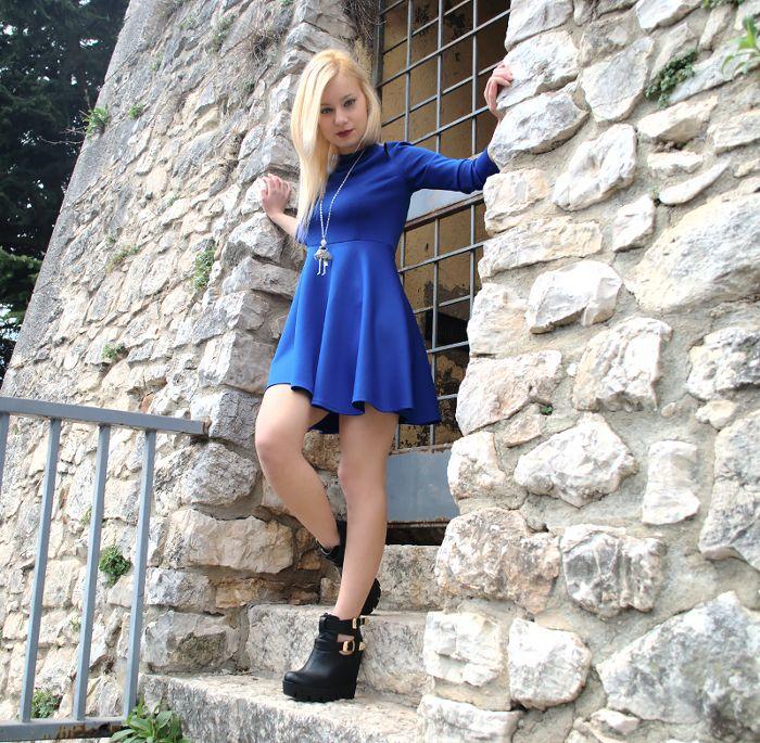 Abito blu Novorish e stivaletti