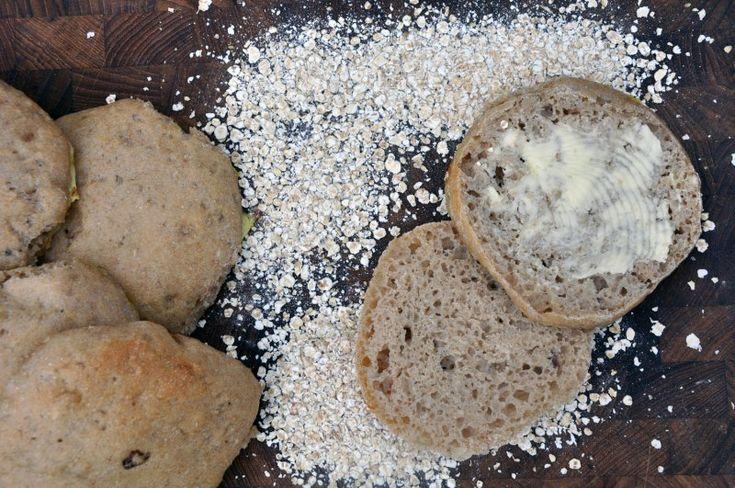 Rustikke hvedeboller med  hasselnødder