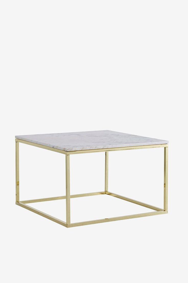 Sofabord/sidebord med plate av marmor og stamme av metall. Str 75x75 cm. Høyde 48 cm. Da marmor er et naturmateriale er det normalt at små avvikelser i størrelse, farge og struktur forekommer. Vekt 46 kg. Les mer under Levering . Vedlikehold av marmor For å gi steinen beskyttelse anbefales marmorpolish som du finner i velutstyrte fargehandlere. Stryk på et tynt lag. La det tørke i noen minutter. Poler opp til glans med en tørr fille. Dette bør gjentas 1 gang pr år. Da marmor er en porøs ...