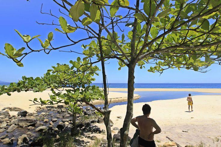 Tiago Queiroz/Estadão - SP -Praia Brava: 148 km -2h30. Perto dapraia de Boiçucanga, é uma das mais preservadas e limpas do litoral norte, graças ao seu difícilacesso- para chegar às suas areias, é necessário vencer uma trilha íngreme pela Mata Atlântica de 2 quilômetros. Mais:viagem.estadao.com.br