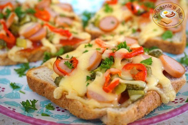 ...Pomysłowe i pyszne śniadania!: Tosty z parówką a'la zapiekanki