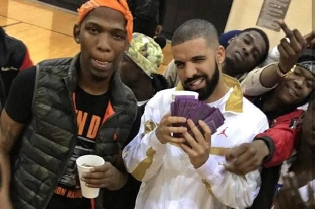 "Drake & BlocBoy JB Get Jiggy In New Video For ""Look Alive"" Check out BlocBoy JB's new video for ""Look Alive"" featuring Drake.https://www.hotnewhiphop.com/drake-and-blocboy-jb-get-jiggy-in-new-video-for-look-al... https://drwong.live/hip-hop-community-news/drake-and-blocboy-jb-get-jiggy-in-new-video-for-look-alive-new-video-43204-html/"