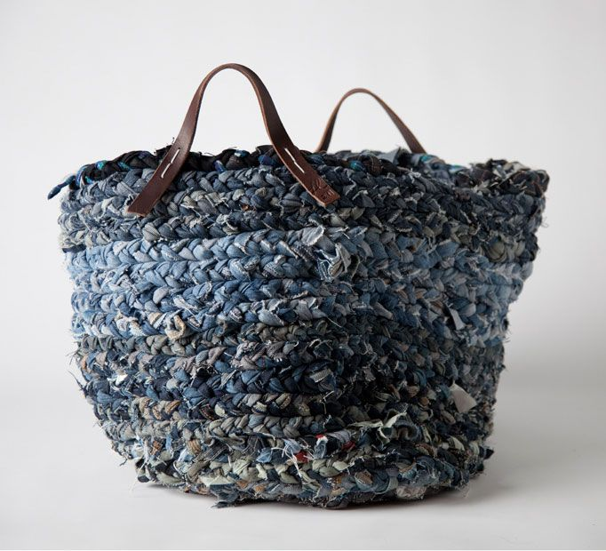 DENIM BRAIDED BASKET BUCKET BAG Organize Bin, DIY Llane Dominguez | Bags - Diy, sewing, remake, reuse, recycle, upcycle, how to make, tutorials, patterns, technique, fabric, material, old jeans, denim, easy, mending, scraps, patchwork