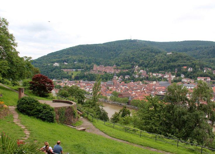 Manche Reiseführer beschrieben das Philosophengärtchen als ein Stück Toskana in Heidelberg. Fest steht, man hat einen wunderschönen Blick auf Neckar, Altstadt und Heidelberger Schloss.