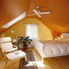 VIBRAZIONI DI COLOREChe colori ami? Tinteggiare le pareti può trasformare in modo incredibile un ambiente: blu, simbolo di pace e serenità, viola, collegato all'aspetto della spi