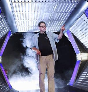"""Behind the Scenes of Castle Season 5, Episode 6, """"The Final Frontier"""": See Director Jonathan Frakes in Action! (PHOTOS)"""
