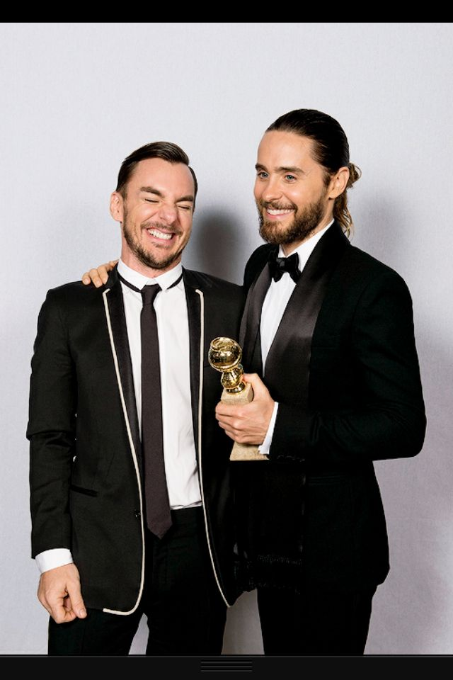 Brotherly love at the golden globes!! Jared and Shannon Leto