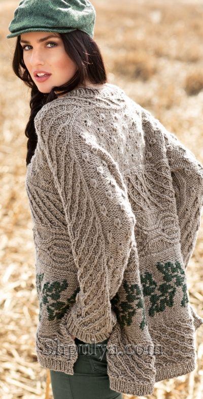 Просторный пуловер с сочетанием узоров