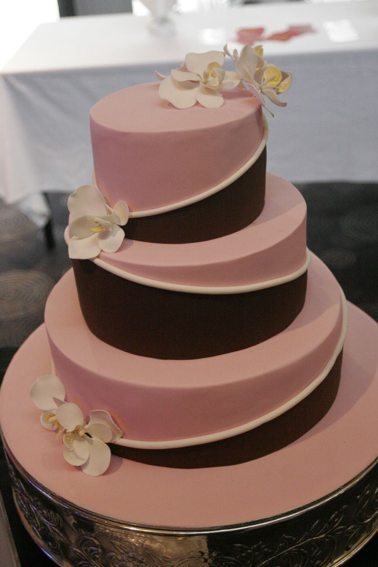 soft pink and chocolate #wedding #cake #love #specialoccasion #perfectday #weddingcake #elegant #flowers #pink