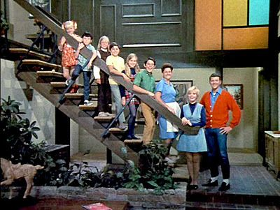 "an examination of the sitcom the brady bunch An elderly woman who lives in the home made famous by tv sitcom ""the brady bunch"" scared off burglars who had ransacked the dwelling."