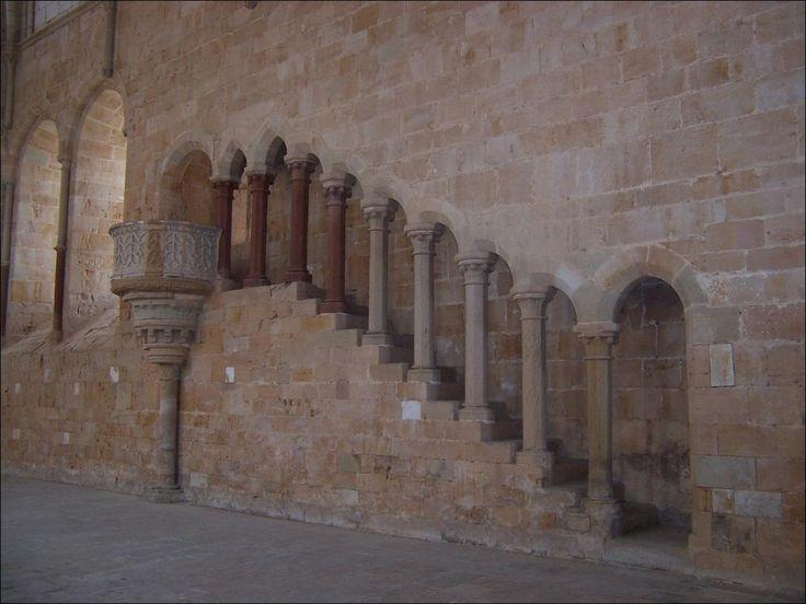 Refectorio. Escalera de subida al púlpito. Foto: Banco de Imágenes del Ministerio de Educación y ciencia