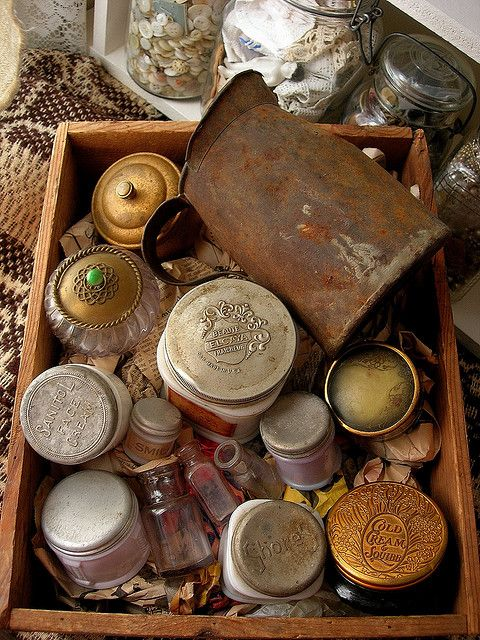 Vintage jars... i love vintage!