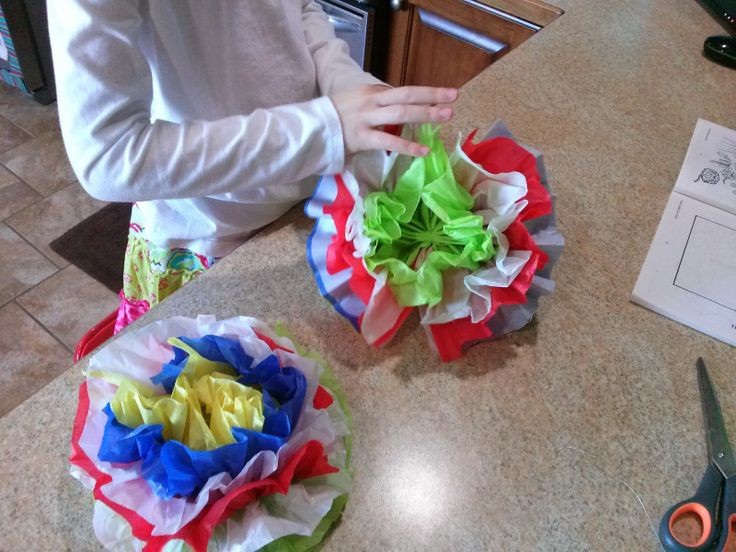 Kid craft Mexican tissue paper flowers
