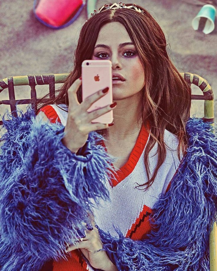 @wmag: @SelenaGomez's new single #BadLiar already has David Byrne's approval. Click the link in our.  @wmag: El nuevo sencillo de @SelenaGomez #BadLiar ya tiene la aprobación de David Byrne. Haga clic en el enlace de nuestra biografía.  #SelenaGomez #Selena #Selenator #Selenators #Fans