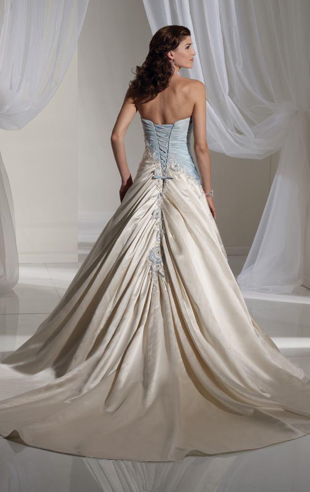 88 best Wedding Dress images on Pinterest | Wedding dressses ...
