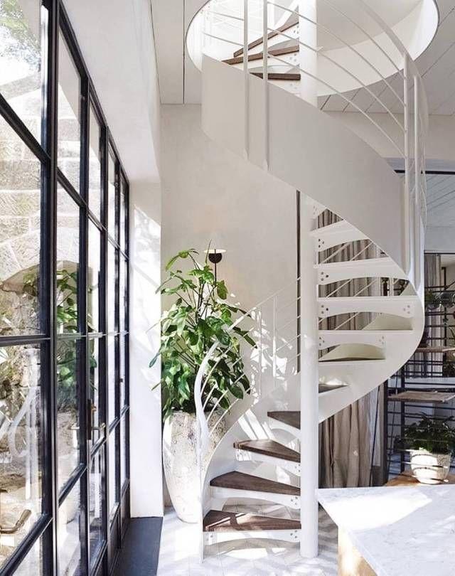 contoh tangga spiral