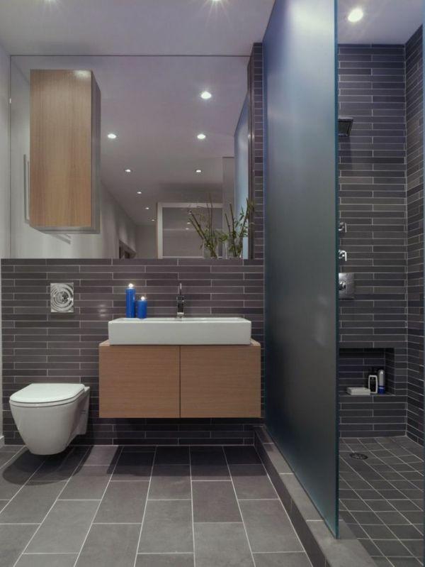 salle de bains grise, salle de bains super jolie, décoration avec bougies et grand miroir mural