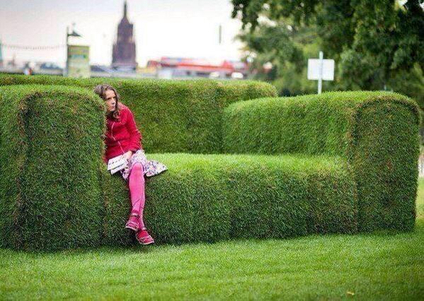 Wah, liat deh kerennya sofa yang terbuat dari tanaman semak ini, keren banget nggak sih? #SMARTlifestyle
