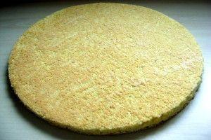 ce biscuit est entre la génoise et le financier, je l'utilise dans tous mes entremets, opéra,... Il peut aussi être décoré grâce à de la pâte à cigarette INGREDIENTS: - 2 blancs d'oeufs - 12g de sucre - 3 oeufs - 94g de sucre glace - 94g d'amande en poudre...