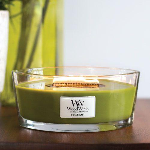 bougie parfumee ellipse de chez WoodWick avec sa forme design et originale