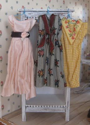 How to: draping fabric, really great ideas. Pretty vintage style  dresses.
