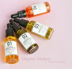 En utvald blandning av ekologiska oljor är en mycket bra hudvård för ansiktet. Oljor har en mängd välgörande egenskaper för huden och med våra recept gör du enkelt din egen ansiktsolja.
