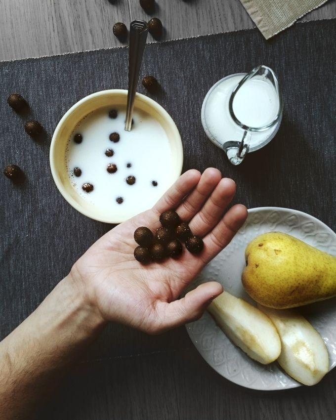 Kto teraz powie, że płatki śniadaniowe są najgorszą propozycją o poranku? Lubiane przez dzieci i dorosłych płatki czekoladowe chwalą się pełnym ziarnem i witaminami. A gdyby reklamy czytały pełny s…