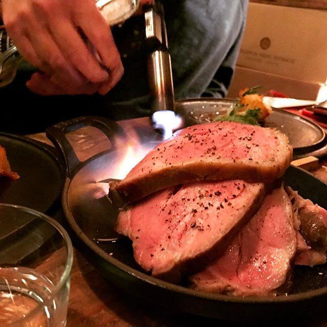 場所は世田谷区下馬。柔らかくジューシーな最高な三元豚のロースト。#肉  #豚肉  #ロースト #グリル #ワインバー #世田谷 #三軒茶屋 #pork🐷 #pork #grill #roast #tokyo